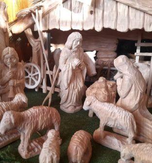 Ręcznie wykonana i zdobiona Szopka Bożonarodzeniowa