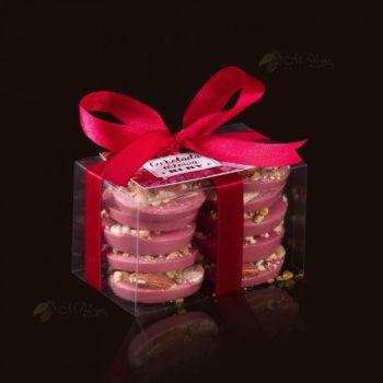 Ciasteczka z różowej czekolady RUBY otulone bakaliami