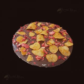 Pizza z chipsami i truskawkami
