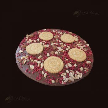 Pizza z migdałami, malinami i ciastkami