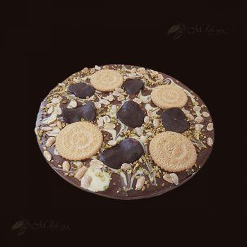 Pizza z orzechami,boczkiem w czekoladzie, ciastkami