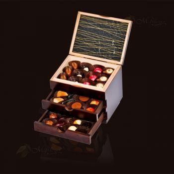 Szkatułka drewniana z trzema szufladkami