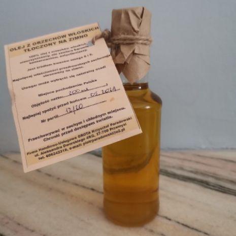 Olej z orzechów włoskich zimnotłoczony