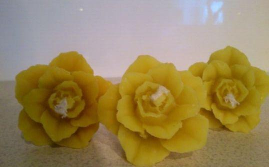 Świeczka różyczka z wosku pszczelego