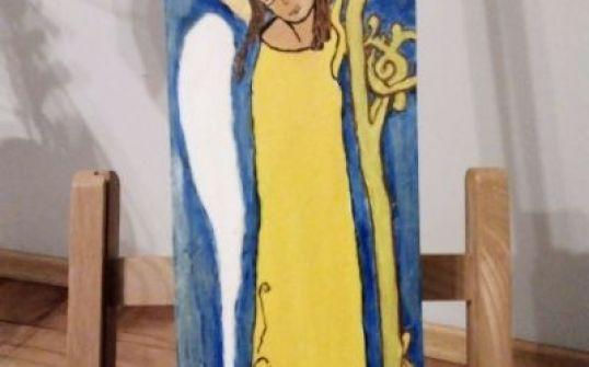 Anioł w żółtej sukience