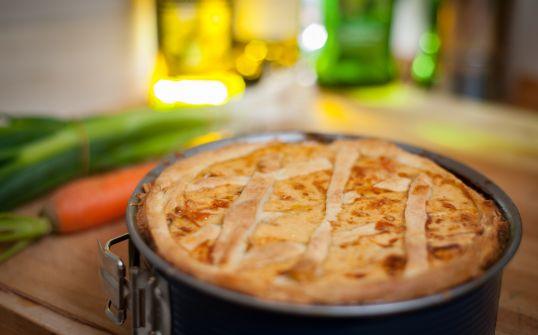 Wielkanocny Catering - Mazurek kajmakowy z bakaliami