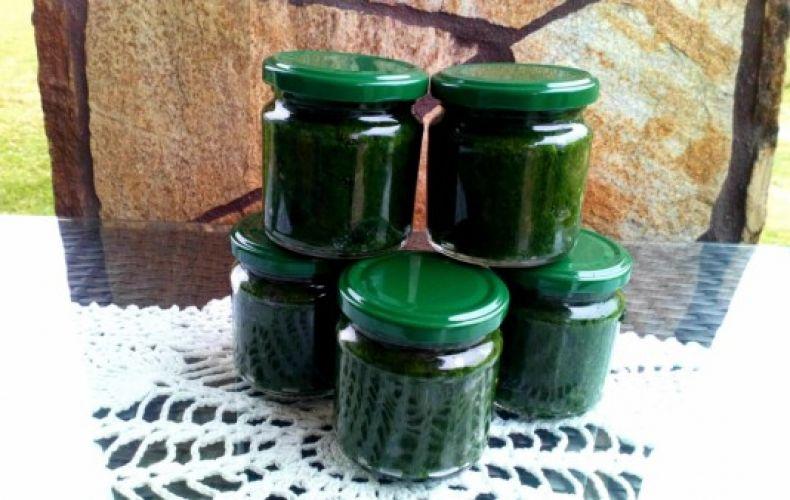 Pesto z czosnku niedźwiedziego czosnek niedźwiedzi oliwa olej